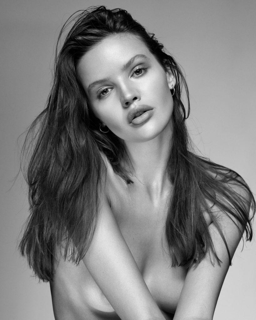 Bianca Mihoc Nude Photos 65