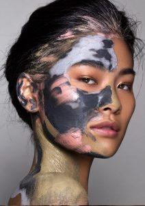 Influencer - Hayley Kassel - Becca Gloss - Makeup Close